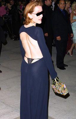 Gillian Anderson, 2001 Academy Awards  Evden çıkmadan boy aynasında elbisenizin her yerini kontrol etmeyi unutmayın.